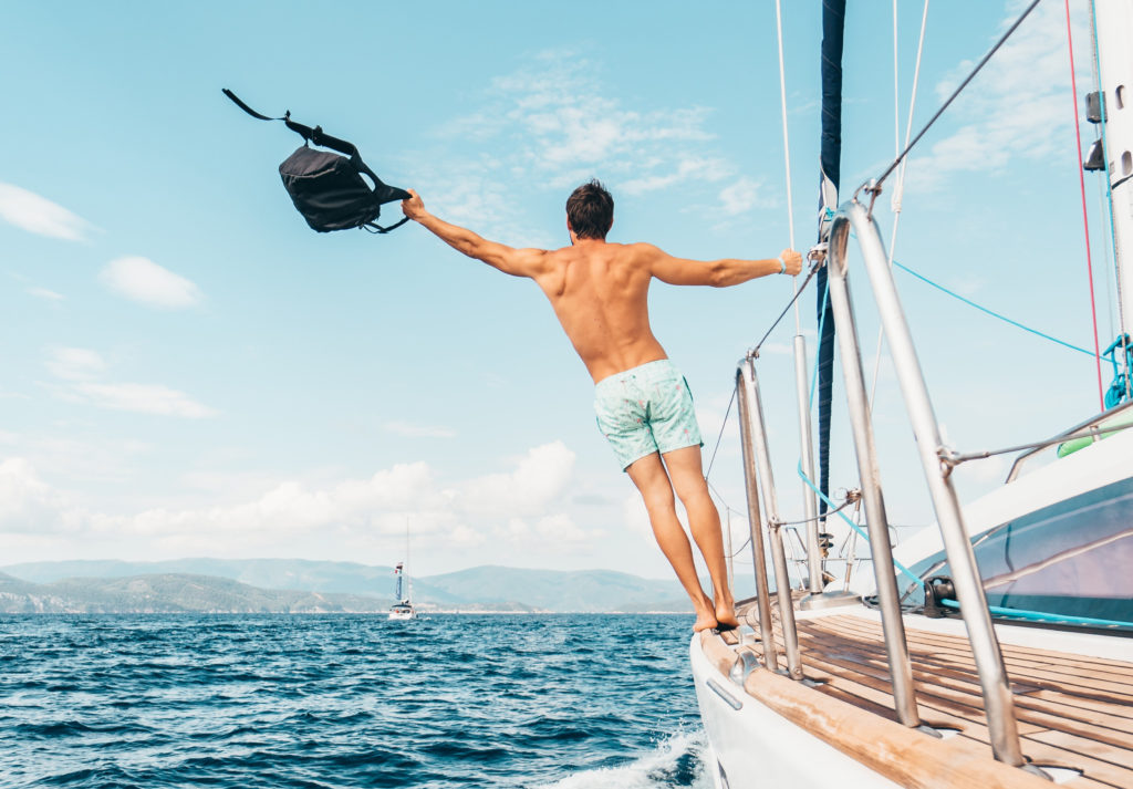 homme bateau sac mer