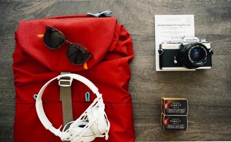 sac de voyage plié rouge